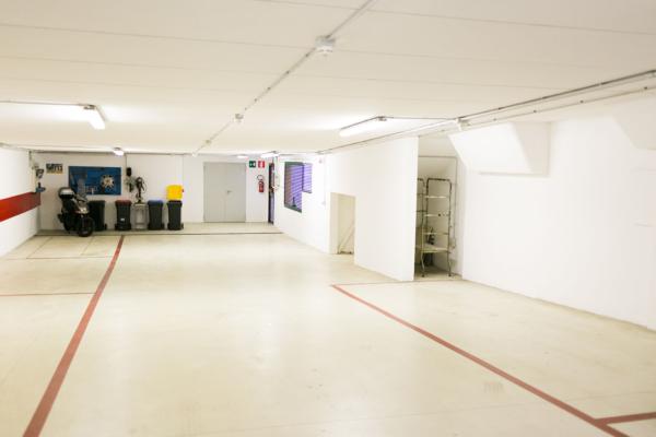 Amplio garage privato coperto