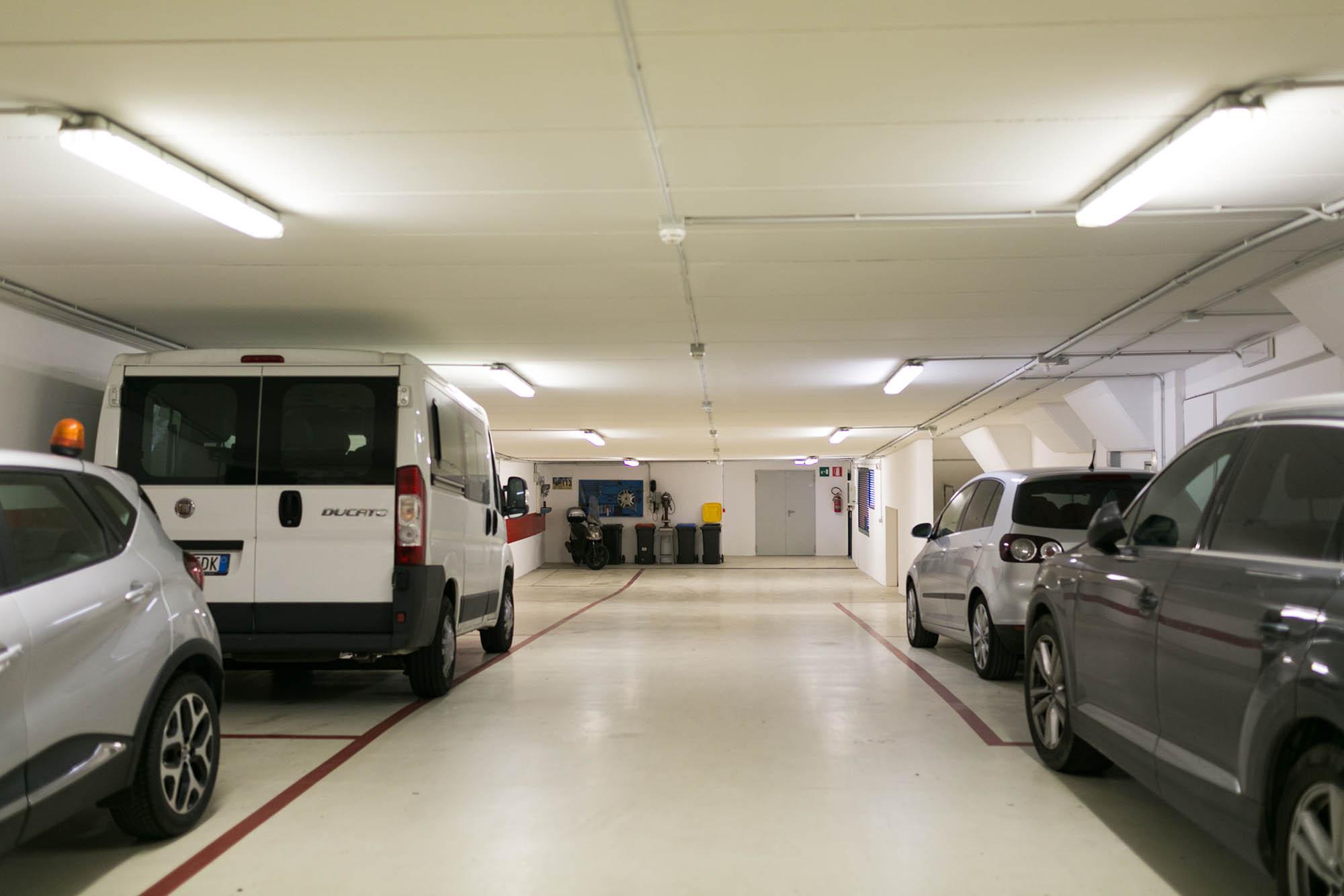 Amplio parcheggio privato coperto