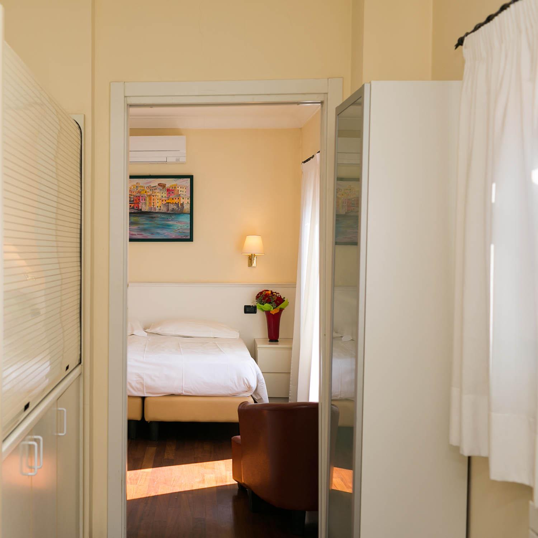 REX Hotel Residence Genova camera con angolo cottura